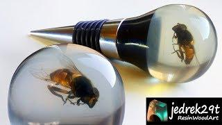 Bottle Stopper with a Bee. Resin Art.