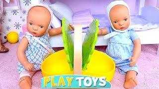 How to Make Picnic Inside Baby Doll House on a Rainy Day! ????