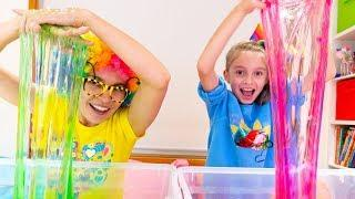 Alicia and Mom Making Slime with Funny Balloons and Glitter | Satisfying Slime video