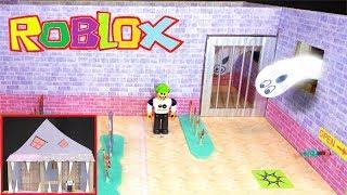 ESCAPE THE HAUNTED HOUSE IN ROBLOX! Cardboard Game DIY