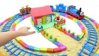 Peppa Pig Toys and How To Make Rail Around the House with Kinetic Sand, Mad Mattr