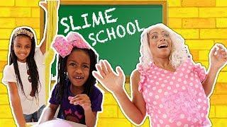 New Silly Teacher at Slime School ! New Toy School